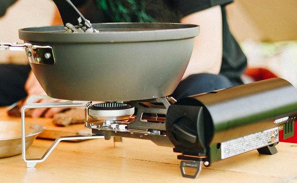 キャンプ料理の必須アイテム、ガスコンロのおすすめ12選