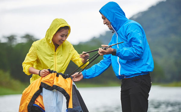 雨だってキャンプをしよう!楽しむための10のアイデアと撤収後のアフターケア