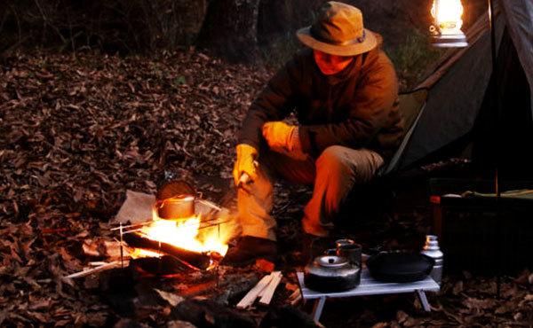 ソロキャンプでおすすめの焚き火台15選!軽量でコンパクトなものが人気